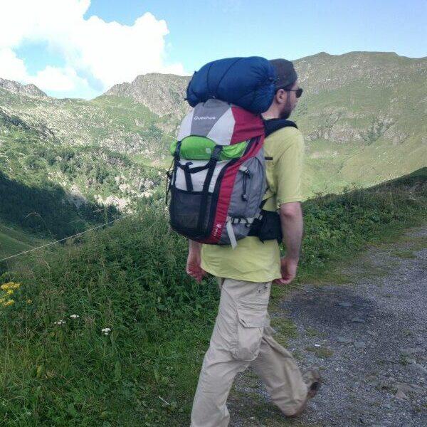 Camminatore sulla via priula