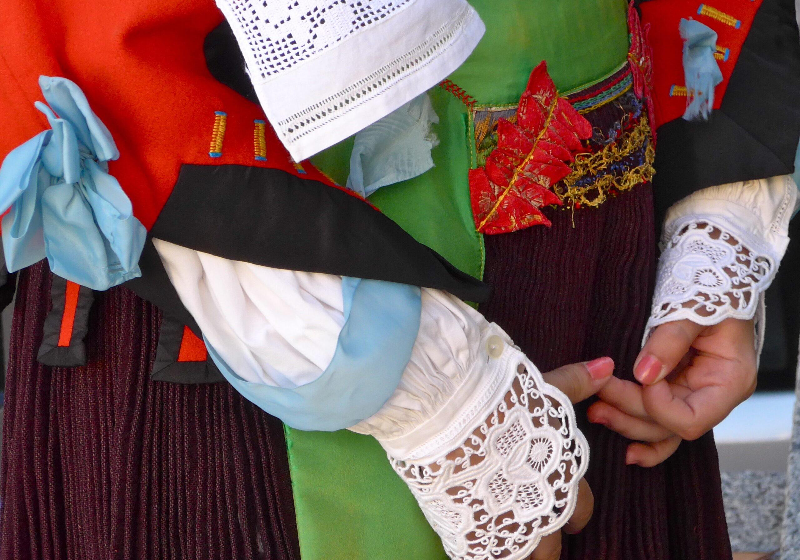 Dettaglio costume sardo